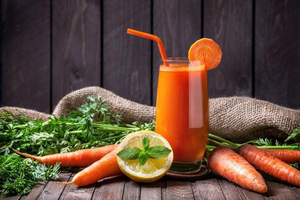 Giảm mỡ thừa bằng nước ép cà rốt có được không?